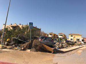 """Los vecinos de Benferri tratan de reponerse a la catástrofe: """"El agua entraba con una fuerza terrible, lo hemos perdido todo"""""""