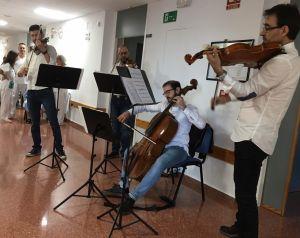 Microconciertos de música clásica para humanizar la atención sanitaria a los pacientes del Hospital Vega Baja