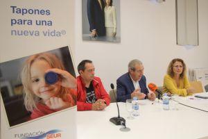 El Ayuntamiento de Rojales, comerciantes y centros educativos firman un convenio de colaboración con la Fundación Seur para recoger y reciclar tapones de plástico