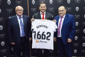El Valencia CF dona a 7.662 euros a Benferri para la reconstrucción de su escuela de fútbol