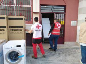 Cruz Roja Local de Almoradí dona electrodomésticos a las familias realojadas tras la DANA