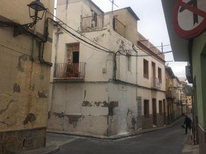 La Policía de Callosa desaloja a una pareja de 'okupas' de una vivienda del centro histórico