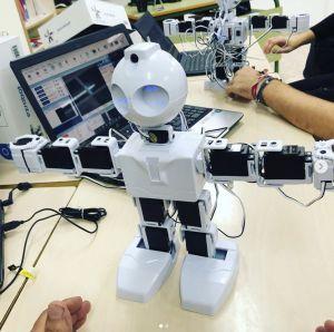 El Ayuntamiento de Dolores subvenciona el proyecto educativo Programa tu Obra en el que los estudiantes del CEIP Virgen de los Dolores convertirán a robots en actores