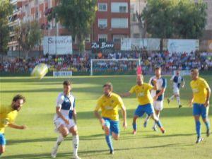 El Orihuela CF entrega el partido en la primera mitad (1-3)