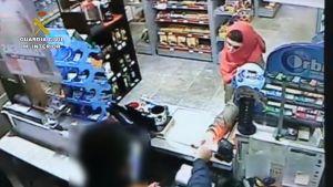 La Guardia Civil detiene en Albatera al autor de tres atracos en gasolineras de la Vega Baja y Murcia
