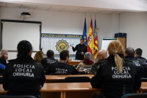 La Policía Local de Orihuela recibe una charla de prevención sobre el Coronavirus