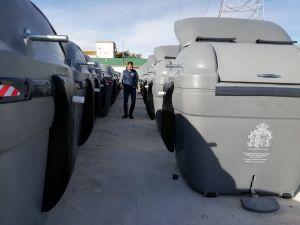 Orihuela empieza a recibir los nuevos contenedores de RSU que permitirán mejorar el servicio de limpieza