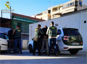 La Guardia Civil detiene a dos hombres por robar en el interior de un vehículo en San Fulgencio