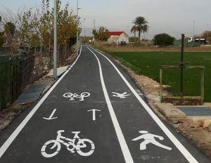 Almoradí adapta el tramo desde el casco urbano a la ciudad deportiva para la seguridad de ciclistas y peatones
