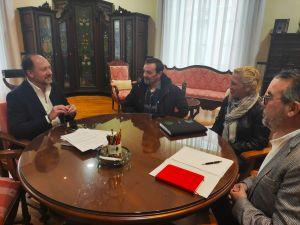 El alcalde de Orihuela y la FAPA Gabriel Miró se coordinan de cara a la manifestación del próximo 18 de enero contra la Ley de Plurilingüismo