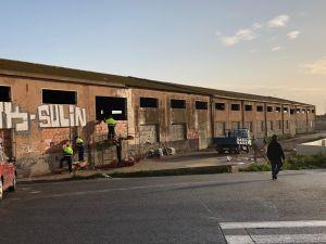 Callosa tapia la antigua fábrica junto al IES Vega Baja para evitar entradas ilegales y vandalismo en la zona