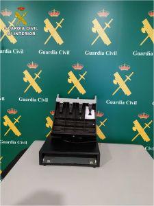 La Guardia Civil detiene a tres hombres que acababan de robar en un bar en Torrevieja