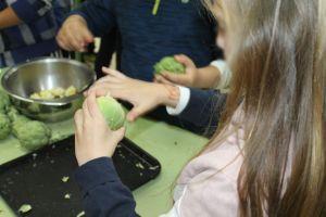 Más de 200 alumnos del colegio de San Bartolomé celebran el Día de la Alcachofa