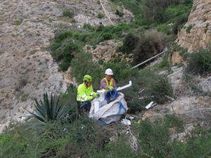 Finalizan los trabajos de limpieza y retirada de basura tras los actos vandálicos ocurridos en el Monte de San Miguel