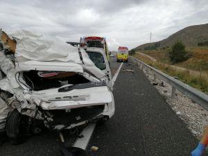 Dos heridos tras colisionar un coche y un tráiler en la A7 en Orihuela