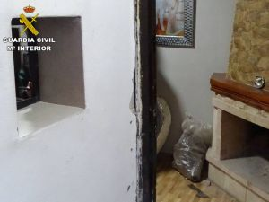 Detienen a una pareja de Rojales que vendían droga en su vivienda