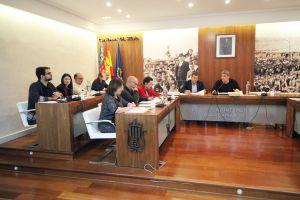 """El pleno de Guardamar aprueba una moción a favor de la autonomía de los órganos  directivos de los centros educativos frente """"al intento de  adoctrinamiento de la derecha"""""""